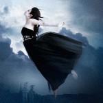 Frau in den Wolken